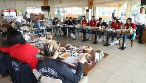 Başkan Sandal'dan Kadın Basketbol Takımına moral kahvaltısı
