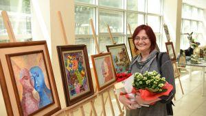 Hastane koridorlarında seramik ve resim sergisi