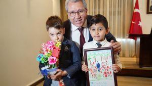 Rektör Budak miniklerin 23 Nisan coşkusuna ortak oldu