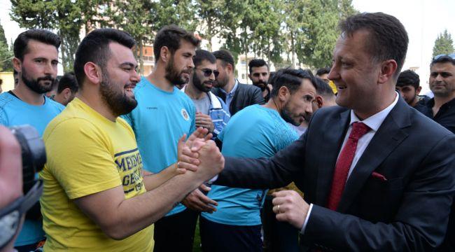 Serdar Aksoy Menemen Belediyespor'a verdiği prim sözünü tuttu