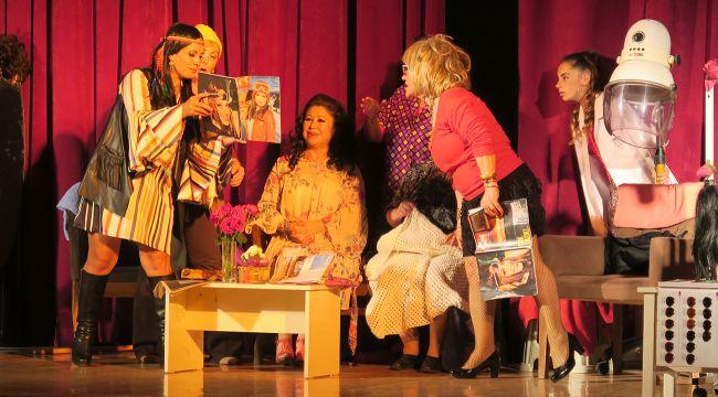 Amatör Kadın Tiyatrocuların ilk oyunu beğeniyle izlendi