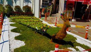 Bayındır MYO Çiçek Festivaline renk kattı