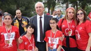 """İzmirliler 7'den 70'e """"Cumhuriyet"""" için koştu"""