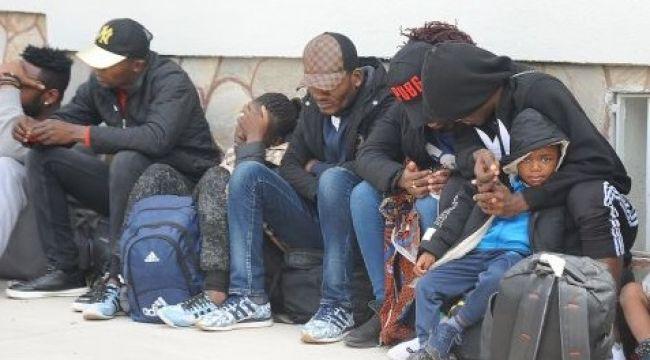 Jandarma, Göçmen Kongolu Anne ile Bebeği kurtardı