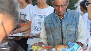 Seferihisar Belediyesi İftar Sofrasını Kuruyor