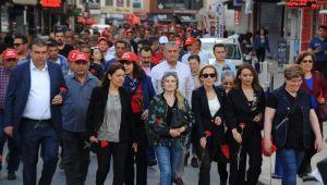 Seferihisar'da Başkan ve işçilerden '1 Mayıs Coşkusu'