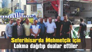 Seferihisar'da Mehmetçik için lokma dağıtıp dualar ettiler