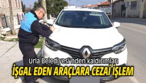 Urla Belediyesi'nden kaldırımları işgal eden araçlara cezai işlem